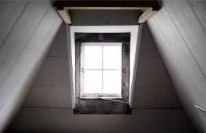 Een schuifdeurwand op zolder
