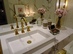 Gouden accessoires badkamer